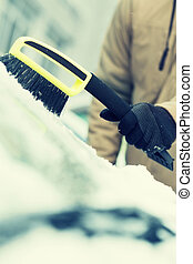 hombre, limpieza, nieve, De, coche, parabrisas, con,...