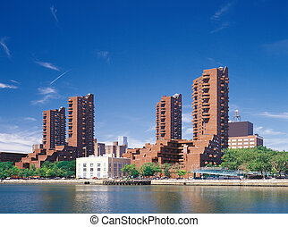 Manhattan. Harlem quay. - Residential homes on the bank of...