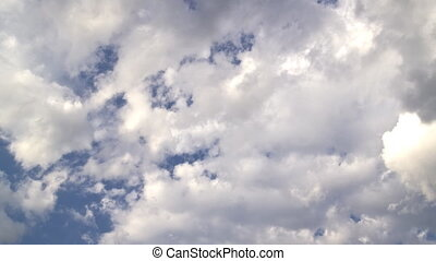 Clouds pass by on a beautiful blue sky: Timelapse -...