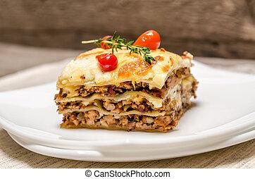 portion, de, lasagne, sur, les, bois, table,