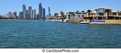 Laxury houses in macintosh island Gold Coast Australia -...