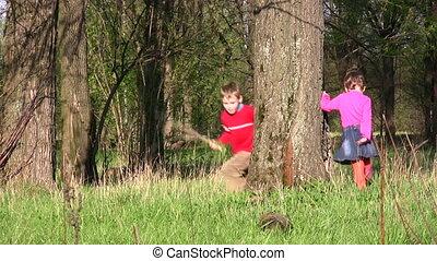children run around tree