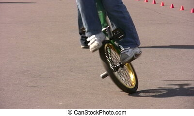 bicycle trick - Tricks on bicycle