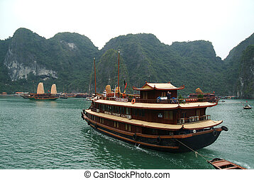Junk ship in Halaong Bay,Vietnam - Large Junk ship...