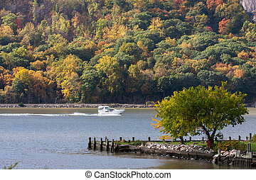 Hudson River - A boat going north on the Hudson River in...