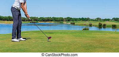 hombre, simulates, juego, golf., con, el, palo, en, el,...