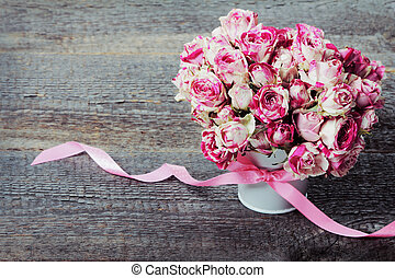 Bouquet of flowers - Bouquet of pink roses on wooden...