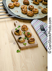 Canaps puff pastry with spinach, garlic blue cheese, easy...