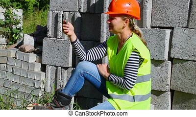 Woman-builder talking on the mobile