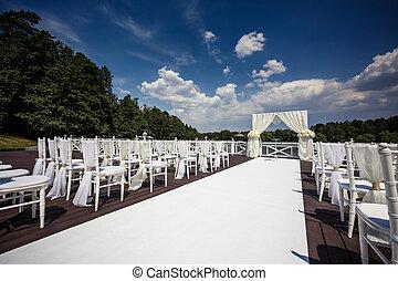 地方, 婚禮