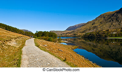 Walking Buttermere - The path along the shore of Buttermere...