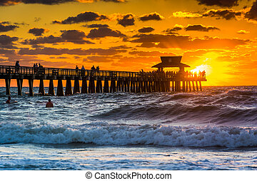 Sunset over the fishing pier and Gulf of Mexico in Naples,...
