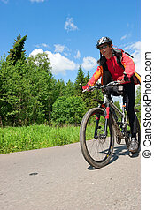 Travelling cyclist