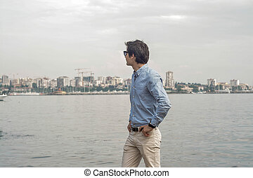Businessman sea background concept: Looking back to the sea