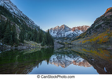 Maroon Bells Sunrise Mirror Reflection - Calm Beautiful...