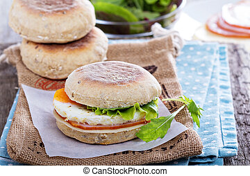 English muffin with egg for breakfast - English muffin with...
