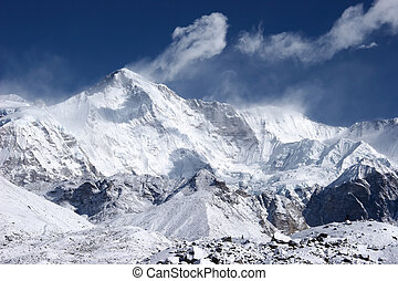Cho Oyu, the 6th highest mountain in the world, Himalaya -...