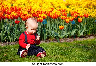 bebé, niña, jardín