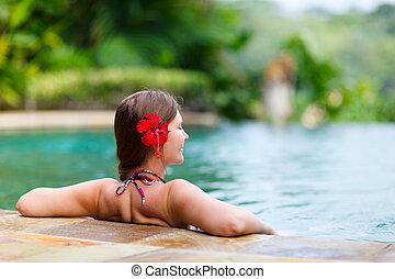 Girl in swimming pool - Beautiful woman relaxing in infinity...