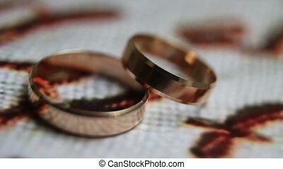 Spinning wedding rings close-up - Spinning wedding gold...
