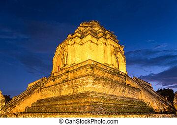 Wat jedi luang - Pagoda in Wat jedi luang, Chiang mai...