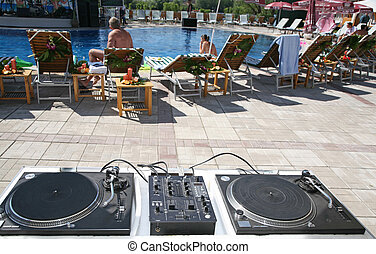 turntable pool tropical