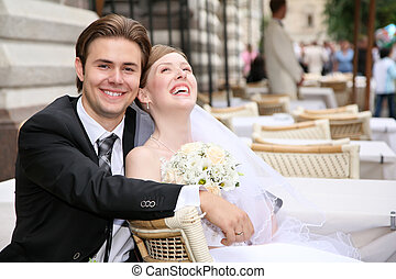 fiance with the bride in the cafe