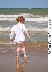 The child goes to the sea.