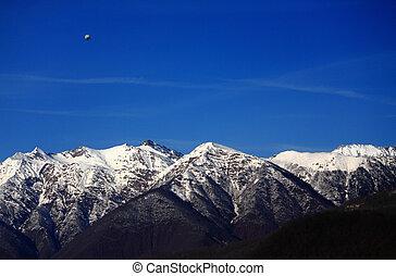 solamente, zeppelin, sobre, Cáucaso, montañas,...
