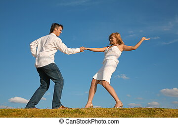 couple dances on to the meadow
