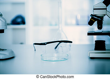 Laboratory microscope lensmodern microscopes in a lab