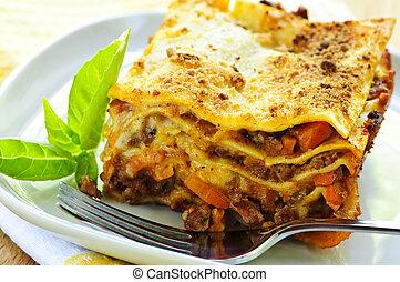 Tányér, lasagna