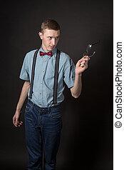 homme, dans, a, rouges, complet, et, a, arc, cravate, plaid,...