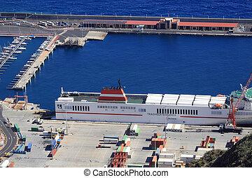The port of Santa Cruz de la Palma - The port of the capital...