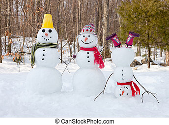 Snowman family - 3 snowmen outdoors