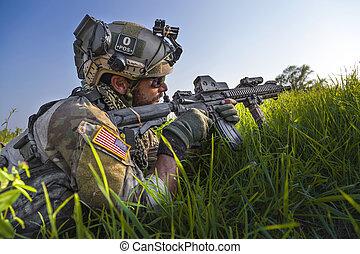 norteamericano, soldado, Apuntar, el suyo, rifle, en, azul,...