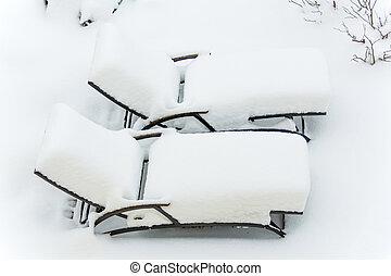 snow-covered garden furniture, symbolfoto restaurants and...