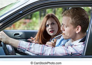 自動車, 恋人, 口論しなさい, 上に, 喫煙