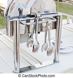 Serving kitchen tongs with chafing dish