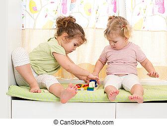 Schwestern, spielen, Kinder, zwei, zusammen