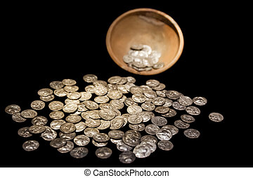 Treasure pot with ancient gold and silver coins money - Old...