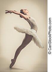 jovem, bailarina, dançarino, em, tutu, mostrando,...