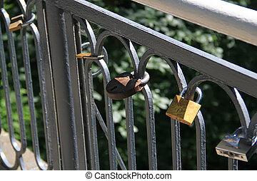 ponte, com, muitos, Fechaduras,