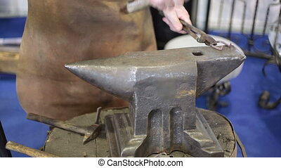 Forging a Horseshoe - Traditional style blacksmith