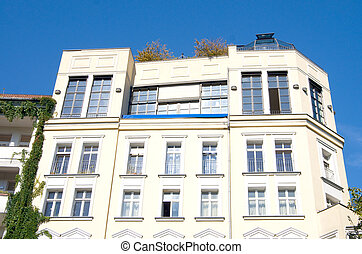 Berlin apartment house - beautiful facade of an old house in...