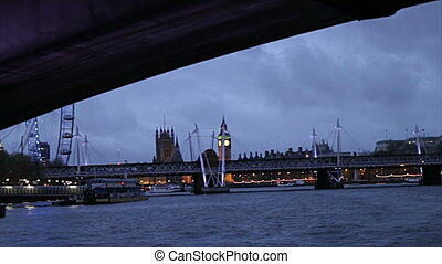 Thames night - A night HD clip in London from a boat...
