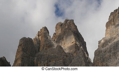 clouds over tre cime de lavaredo - Time lapse clouds at the...