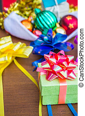 Robbins of Gifts and colorful.