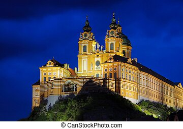 Melk by night