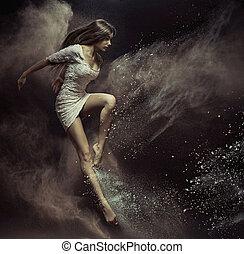 Saltar, niña, en, Lleno, de, polvo, lugar,